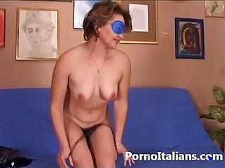 Amatoriale italiano vero reale al ! Amateur Italian ! Pompino casalinga